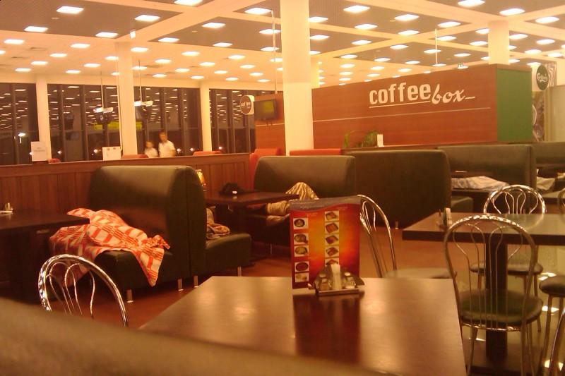 Tak się śpi na lotnisku