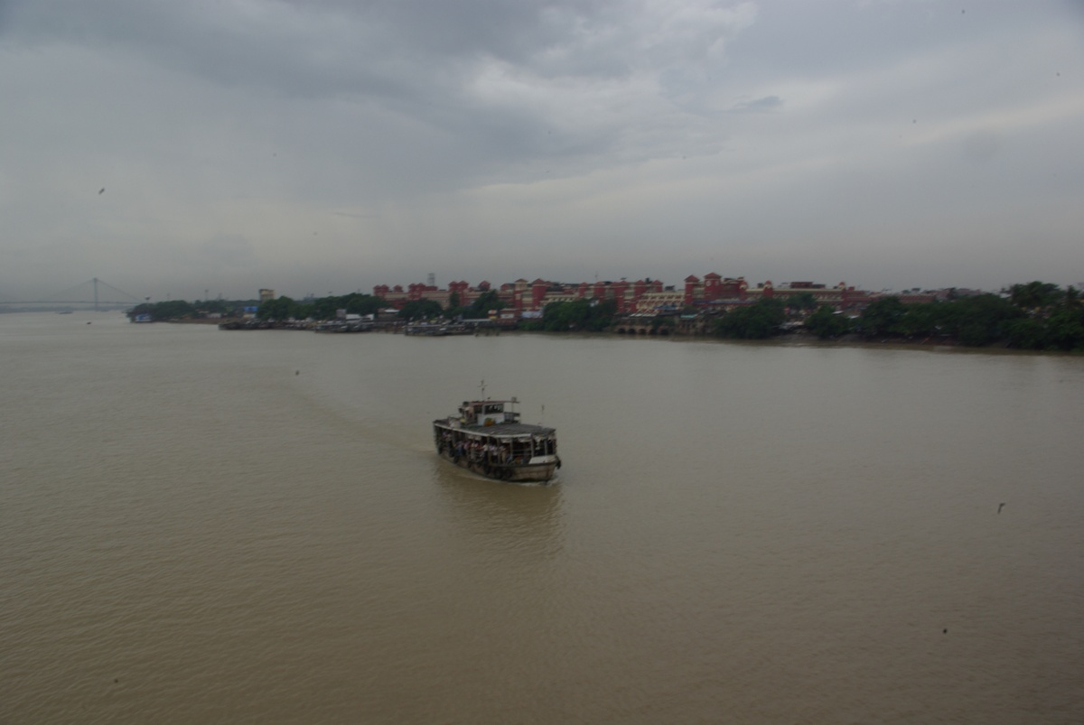 Prom na Hooghly River (dopływ Gangesu), w tle dworzec Howrah