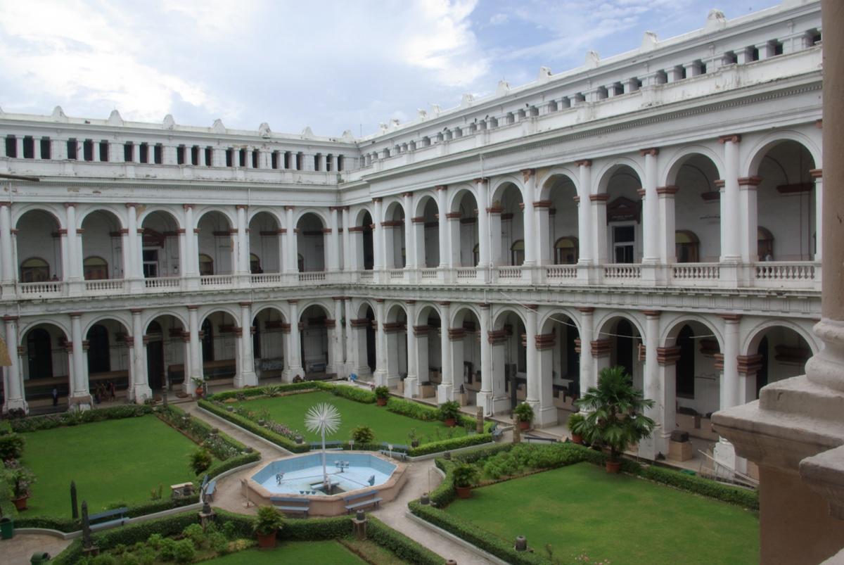 Indian Museum w Kalkucie - piękne z zewnątrz, a wewnątrz...
