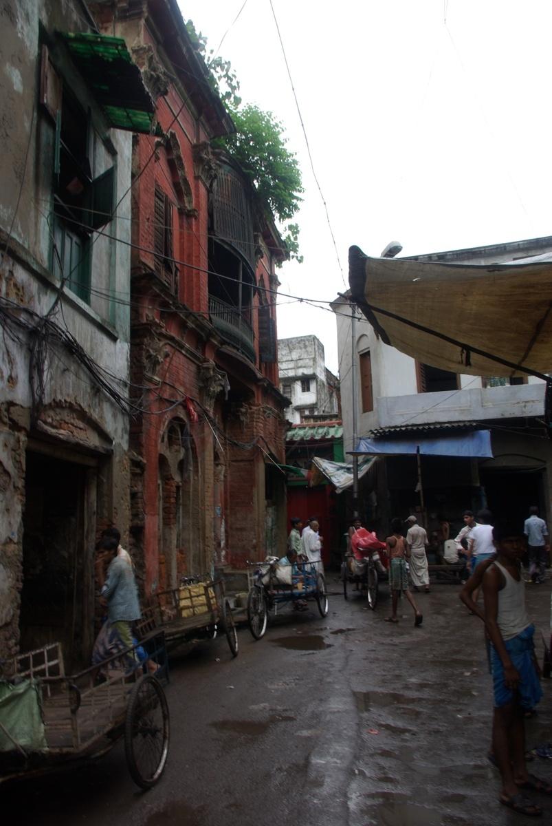 Czerwony budynek w rogu to właśnie dawna świątynia chińska, aktualnie domek komunistów ;)