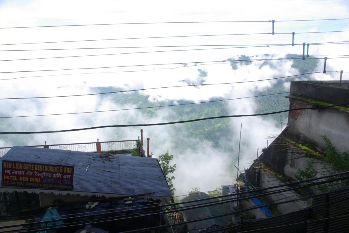 Widok z centralnego placu na dolinę pod Darjeeling