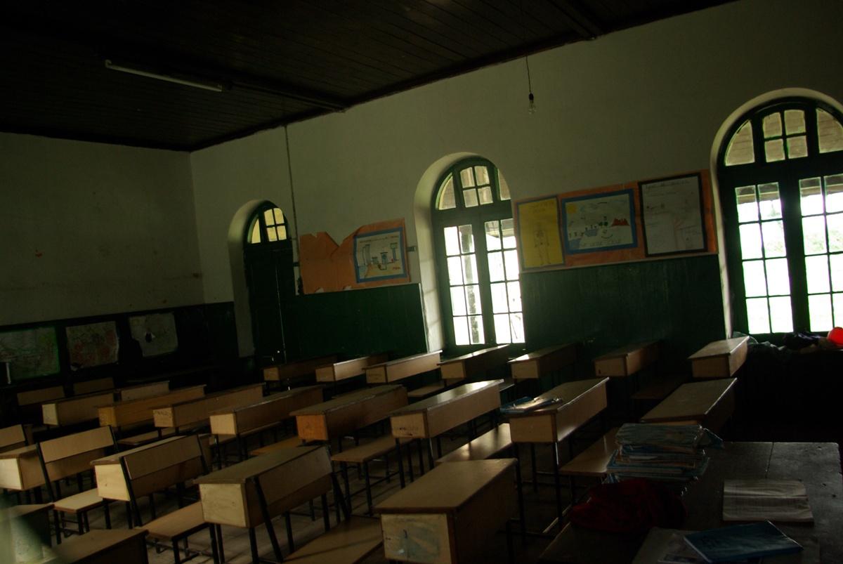 Sale szkolne – zdjęcie robione przez okno ;)