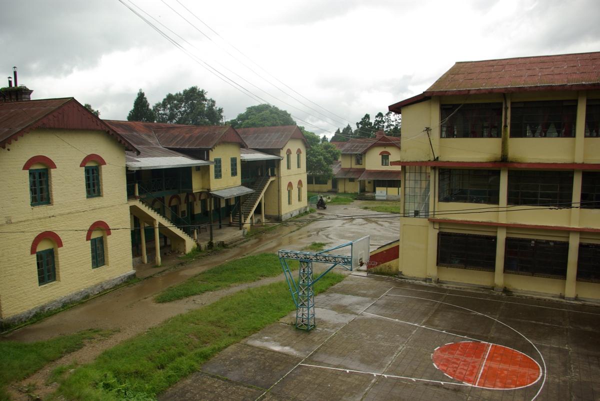 Budynki szkolne i boisko