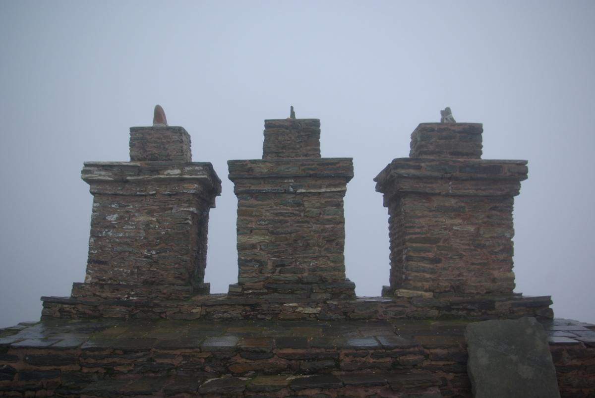 Trzy chorteny – kamienie stanowiące swego rodzaju kapliczki