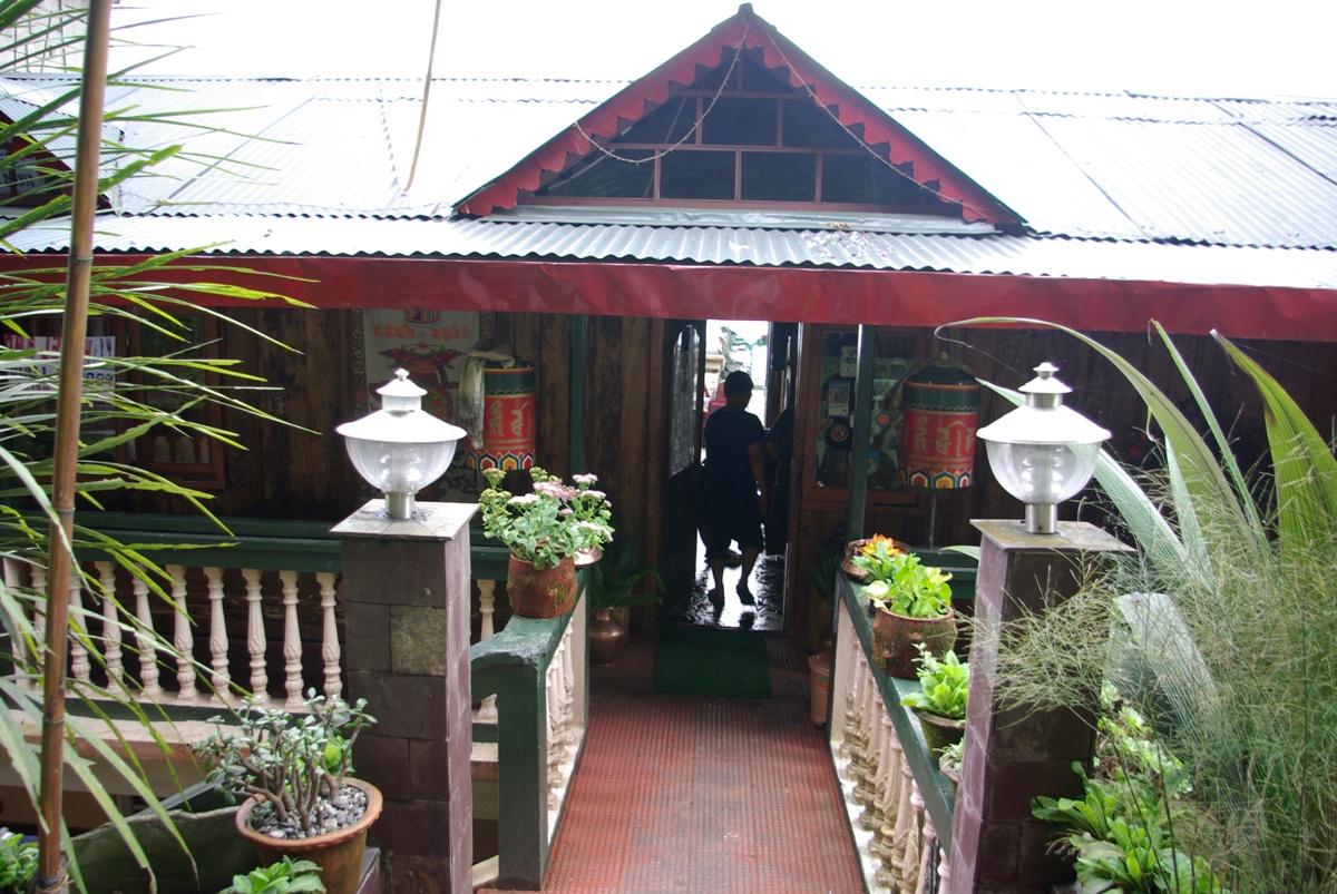 Wejście do Hotelu Kabur