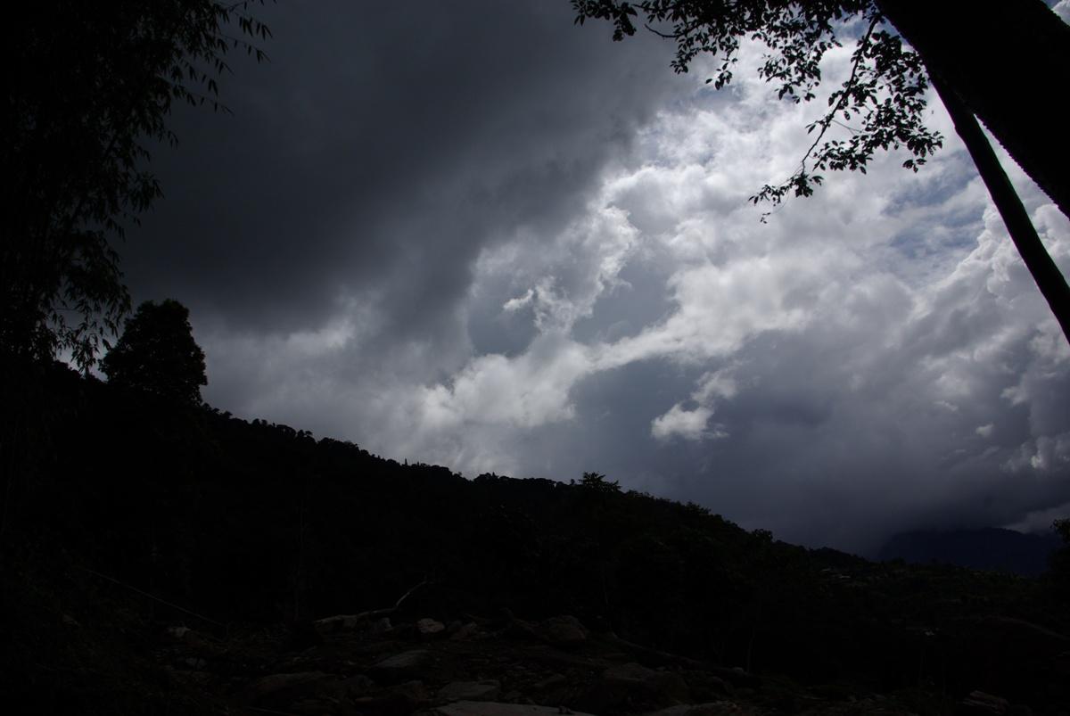 Ciemnie chmury zaczęły się zbierać nad naszą wyprawą...