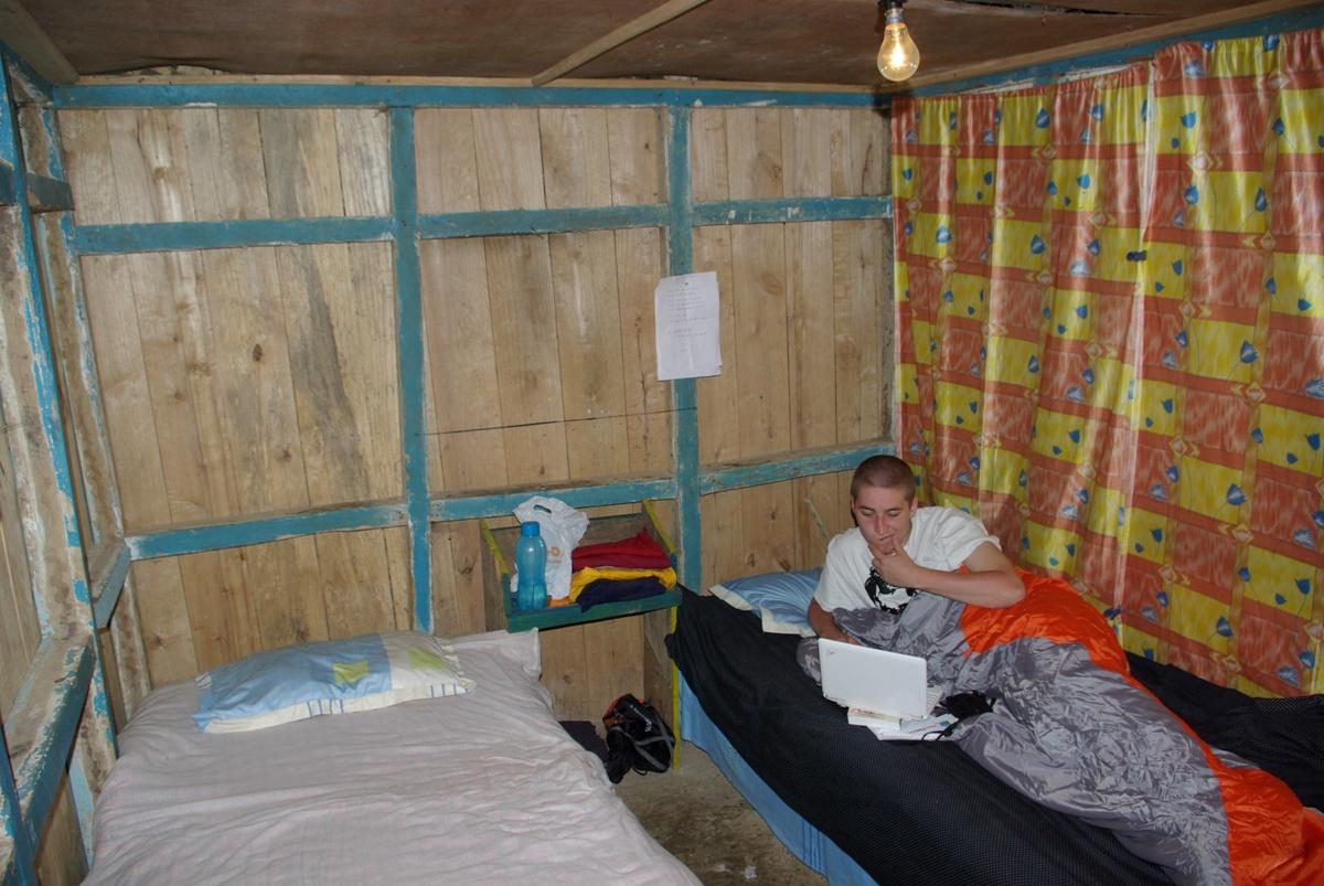 Nasz pokój – mały, ale klimatyczny. Na co dzień mieszka w nim jeden z chłopaków-sierot